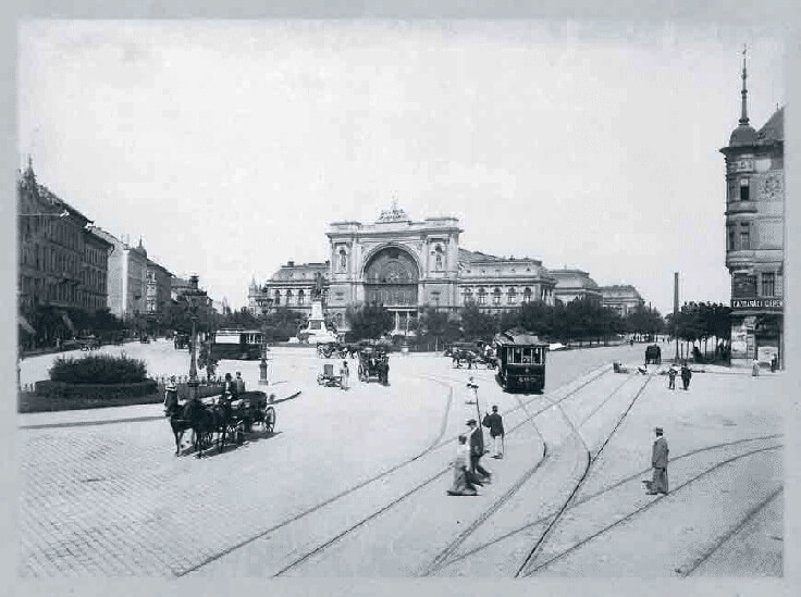 Electronic trolly passing by Keleti Railway station around 1903