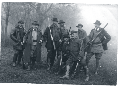 Nobility posing with guns during a hunt around 1910
