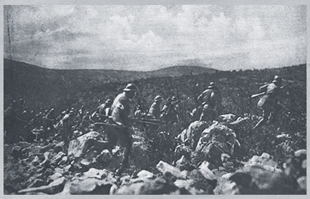 Italian infantry advancing on the front