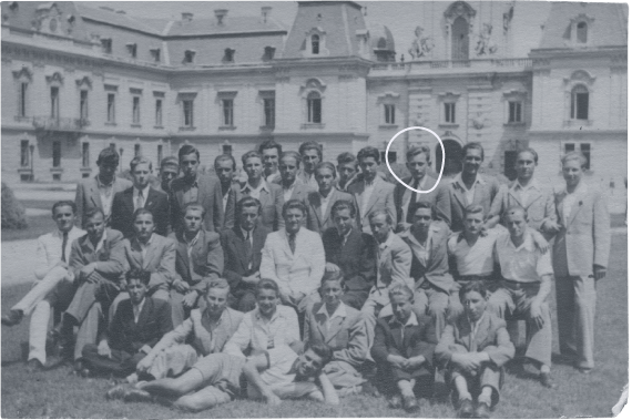 Group photo of Gyula Fábos and his classmates in front of Festetics Castle in 1949