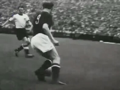 Nándor Hidekuti on the offensive in Hungary during the 1954 European World Cup