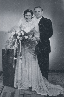 Ari and her husband László Hévizi pose for a wedding photo in 1958