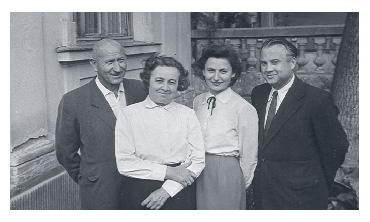 Pista, Gizi, pose with Ari and László Sr. in the 1960s
