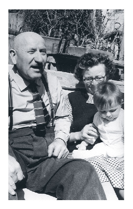 Pista and Gizi hold their grandson Laci in 1961