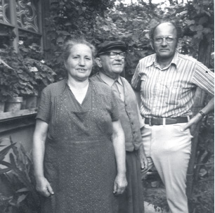 Gyula with Boronka relatives in the early 1980s
