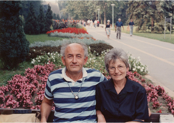 Gyula and Ari sit on a bench outside the Héviz thermal lake in 1980