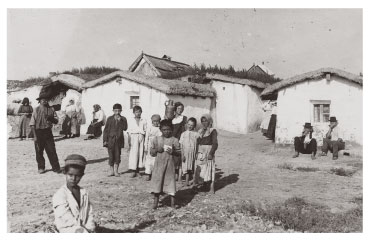 Hungarian Roma in the countryside in 1930